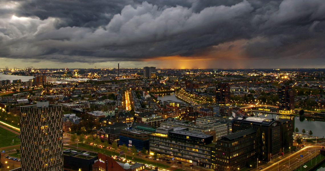Gewitterwolken über der Stadt